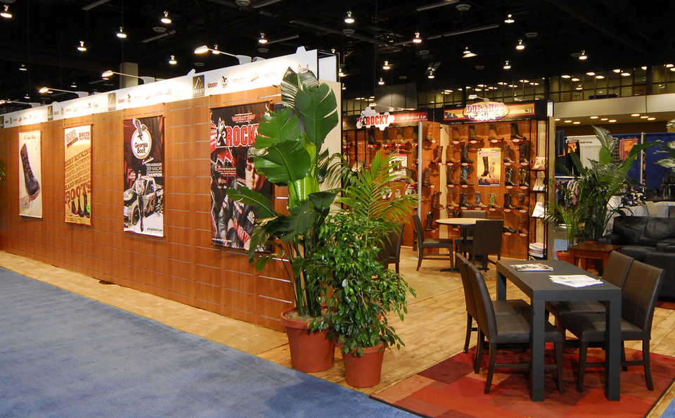 Skybay_trade show booth design slatwall